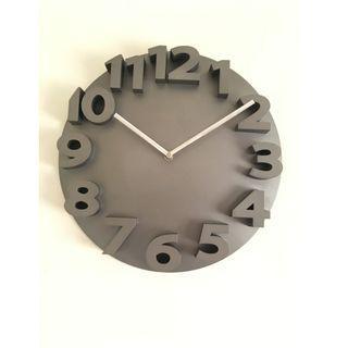 【專賣二手物】MEIDI CLOCK 簡約時尚浮字時鐘(灰色)