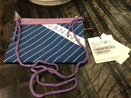 🚚 設計師J&NINA休閒時尚背包 21*13 牌價1280元