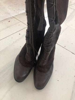 Boots 100%