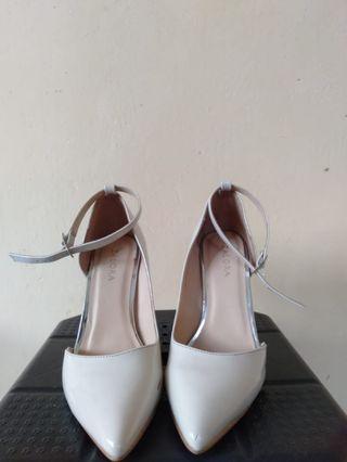 Sepatu Zalora hels