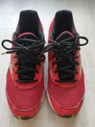 🚚 (Used) Sport cover shoes (no self collect)