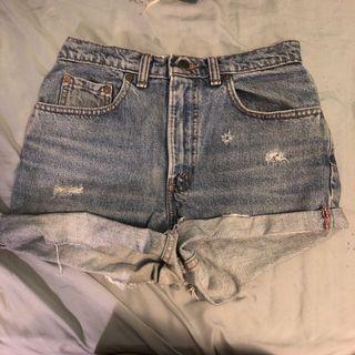 Levi's 532 highwaisted shorts W27