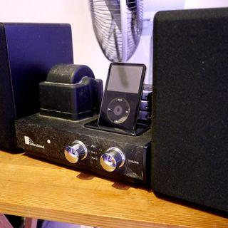 Classic Tube Amplifier with Legacy iPod/iPhone Dock