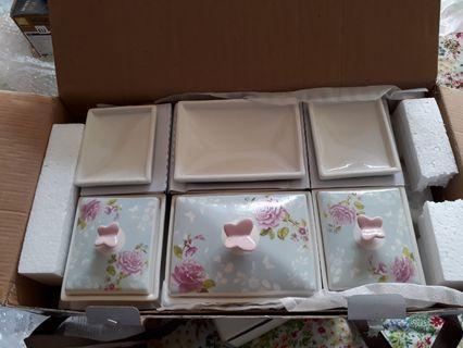 Porcelain spice set