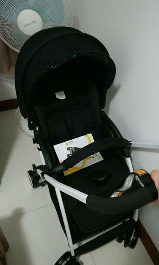 Light Weight Baby Stroller (5kg ONLY) Face in and out!  Great for travelling.