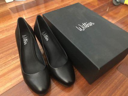 NEW Wittner black leather pumps