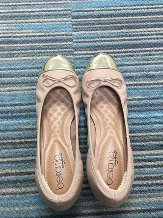 🚚 Broad base heel shoe