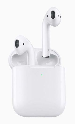 🚚 Apple Airpods 2 with wireless charging case