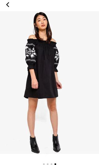 🚚 Zalora embroidered smoked off shoulder dress