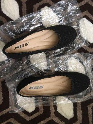 XES black shoes (Free Postage)