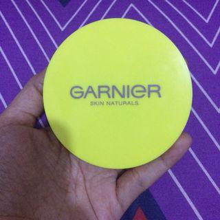 Garnier face powder (01 ivory)