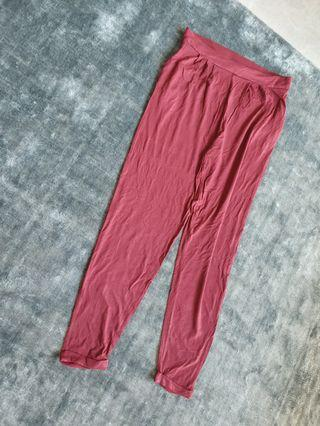 Peg trousers in wine