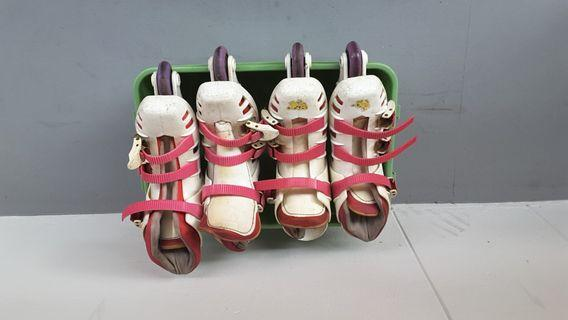 🚚 2 pair of roller blade shoes