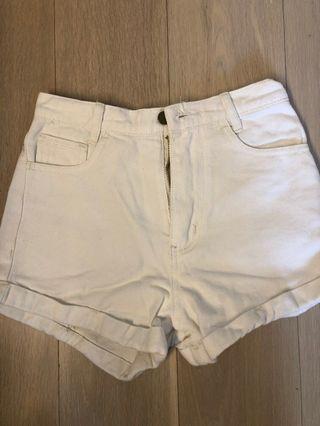 白色高腰短褲