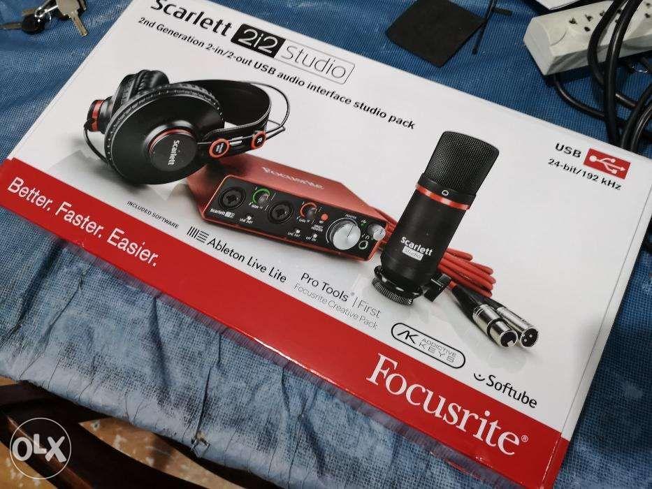 Focusrite Scarlett 2i2 2nd Gen Studio Bundle USB Audio Interface on