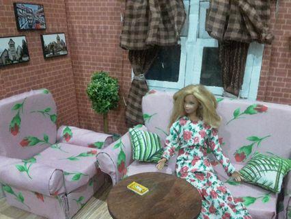 Barbie sofa