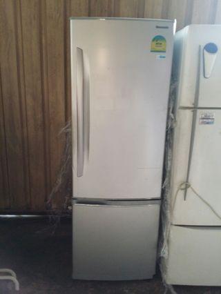 🚚 Refrigerator