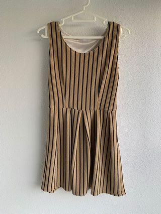 🚚 Uk 4 or UK 2 stripes dress