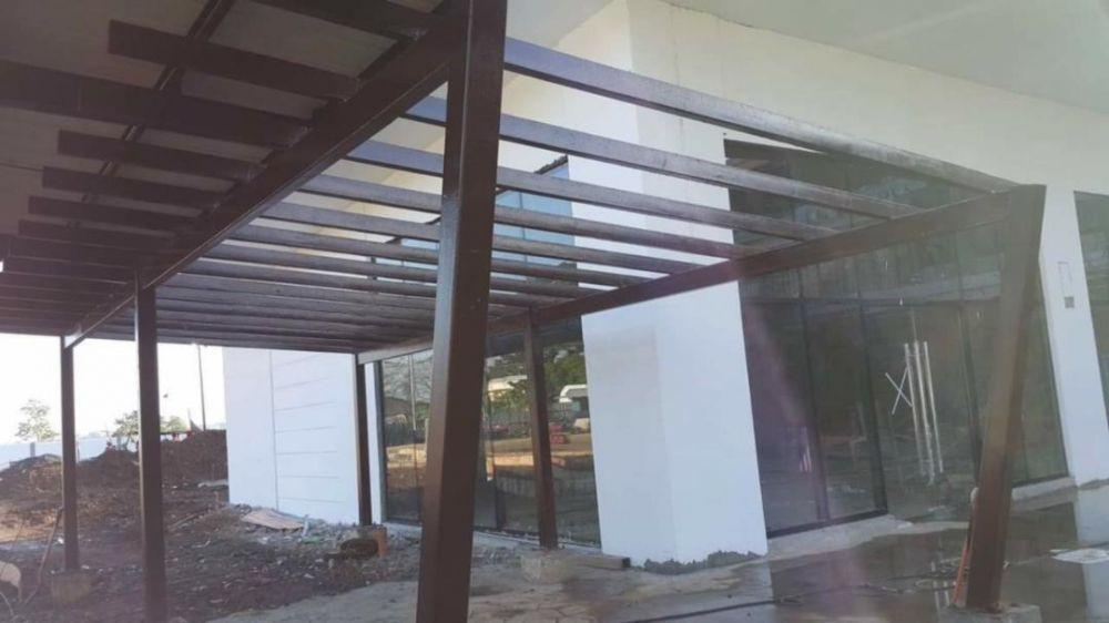 Polycarbonate Roofing Sheet Installation Construction Industrial Construction Building Materials On Carousell