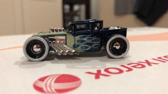 Hot Wheels Loose Larry's Garage Bone Shaker Custom Wheels