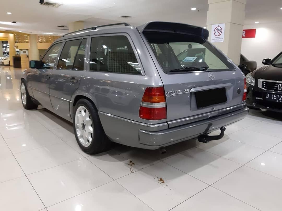 1989 Mercedes Benz MERCY Wagon 300TE 24Valve AUTOMATIC.Option SUNROOF.Velg Orisinil BRABUS MonoBlok 3 R-17.Unit ANTIK-jarang ADA.Nopol B-DKI