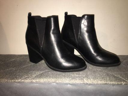 Size 6 black leather boots