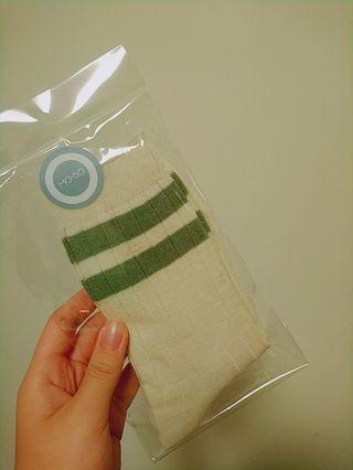 🚚 Mobo綠色線條短襪