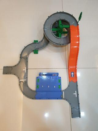 Takara Tomy Tomica easy to assemble pass road set