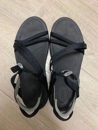 Teva涼鞋(女)