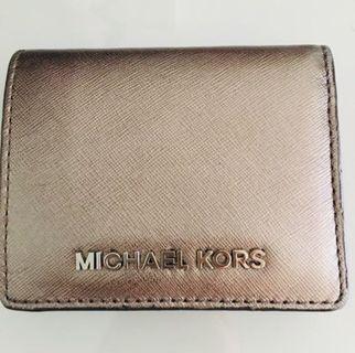 Michael Kors 防刮牛皮兩折扣式短夾