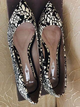 韓國尖頭低跟鞋