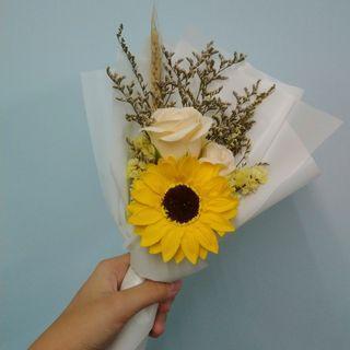 玫瑰太陽花花束
