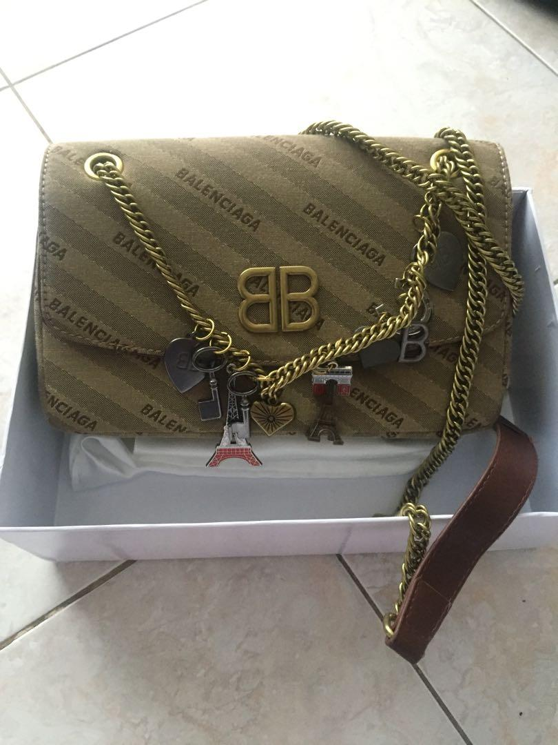 Balenciaga BB Chain Round Charm (semprem authentic mirror/ persis ori)