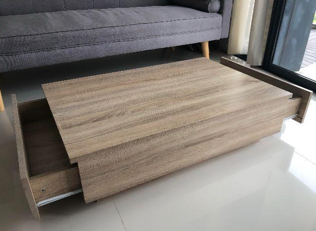 Coffee table w/ drawers