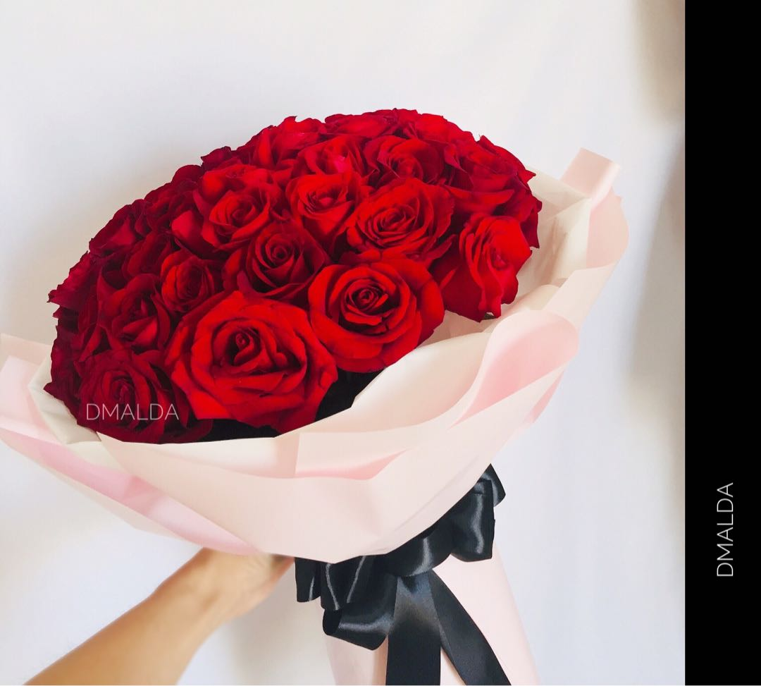 Dmalda 99 Rose Bouquet 33 Roses Bouquet 52 Rose Bouquet 24 Rose Bouquet 18 Roses Bouquet Love Romance Anniversary Birthday Flower Bouquet Entertainment Events Concerts On Carousell