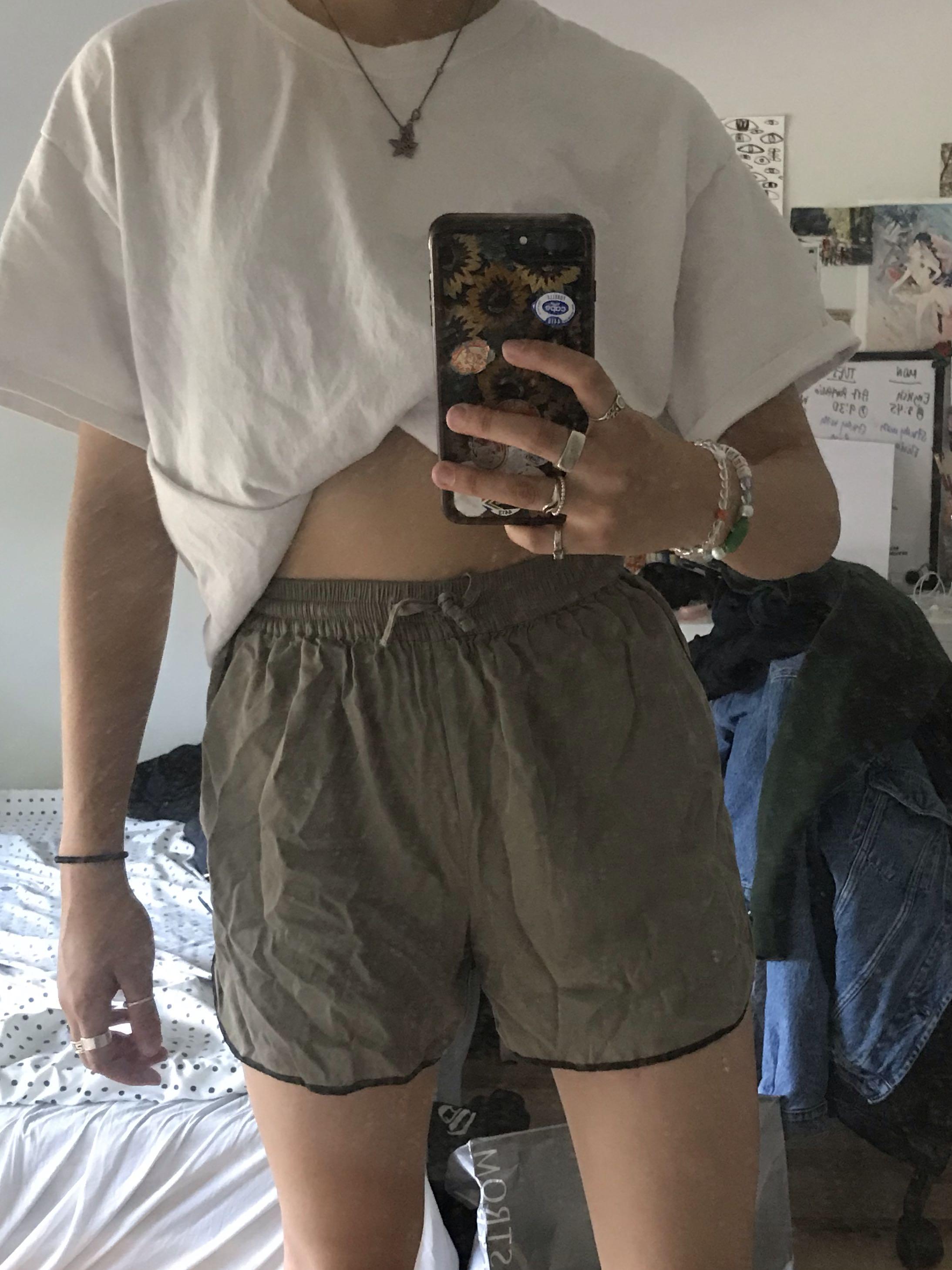 Oak + Fort olive shorts