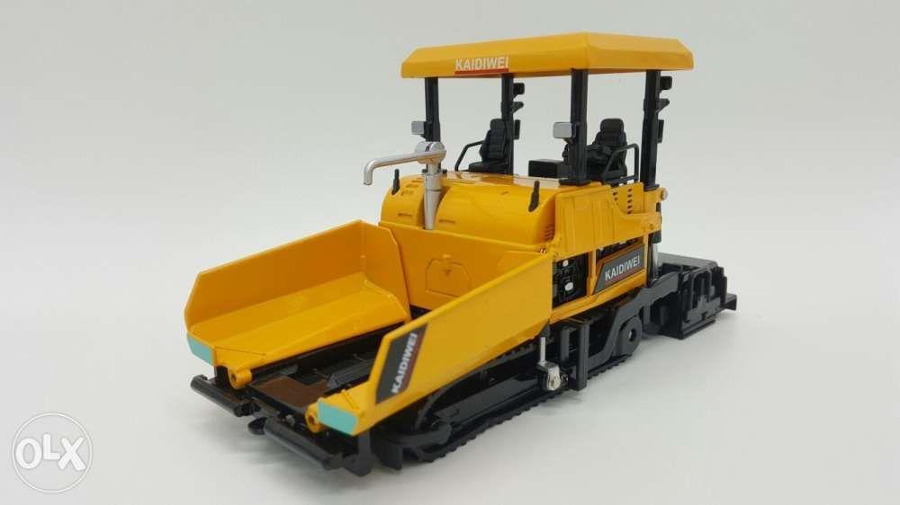 Asphalt paver diecast metal construction toy