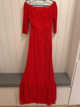 Red Lace Dress 紅色長裙
