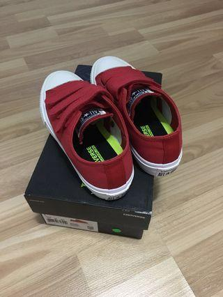 🚚 Authentic Brand New Converse kids shoes