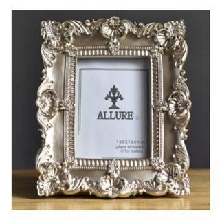 Baroque Style Embossed Photo Frame, 巴洛克風格亮銀浮雕相架