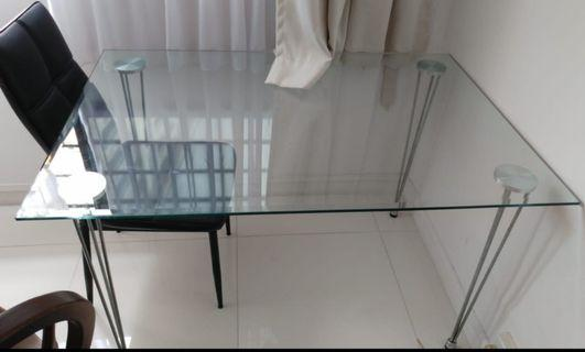 🚚 Glass Dining Table
