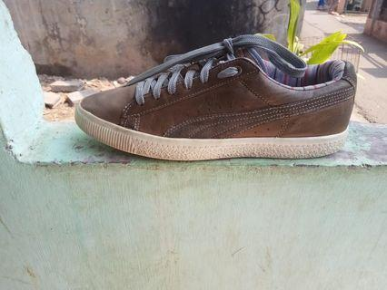 Puma Clyde size 42