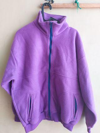 Jaket sweater warna ungu