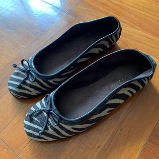 100%real size37 AEROAOLES 6 1/2 Zebra flats shoes shoe super comfortable soft  超軟 超舒服  black BLK flat shoes 平底鞋shoe office ladies lady OL interview work job school 見工 番學 返學 番工 返工 鞋 斑馬紋
