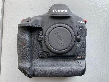 Canon 1DX Mark II + Battery/Charger and Box