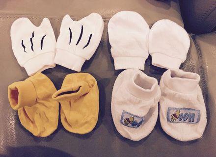 Disney Babies Mitten And Booties set