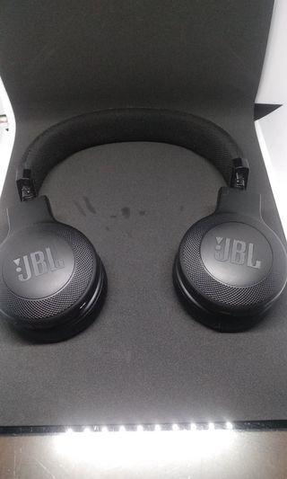 JBL E45BT Bluetooth On Ear Headphone