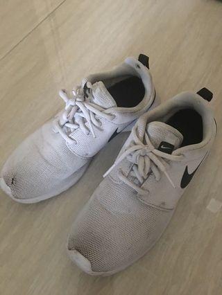 Nike Roshe size 7.5 white