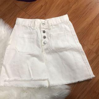 白色A字半身裙