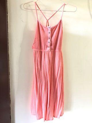 🚚 夏日粉色細肩帶洋裝